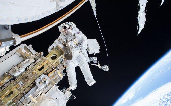 Expedition 46 on Dec. 21, 2015 spacewalk. (NASA)