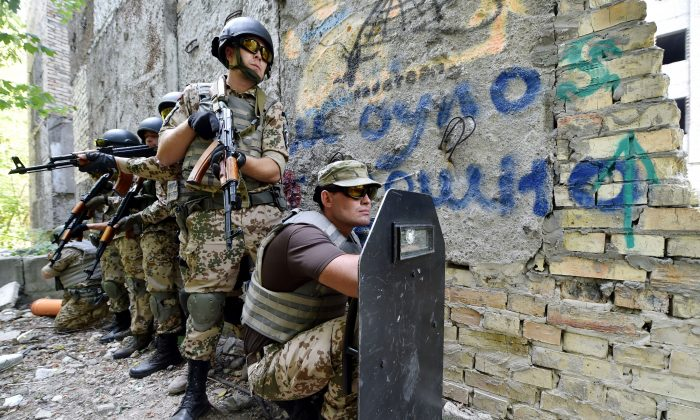 Servicemen of the Kiev-1,Ukrainian volunteers battalion, take part in training exercises in Kiev on August 28, 2015. (SERGEI SUPINSKY/AFP/Getty Images)