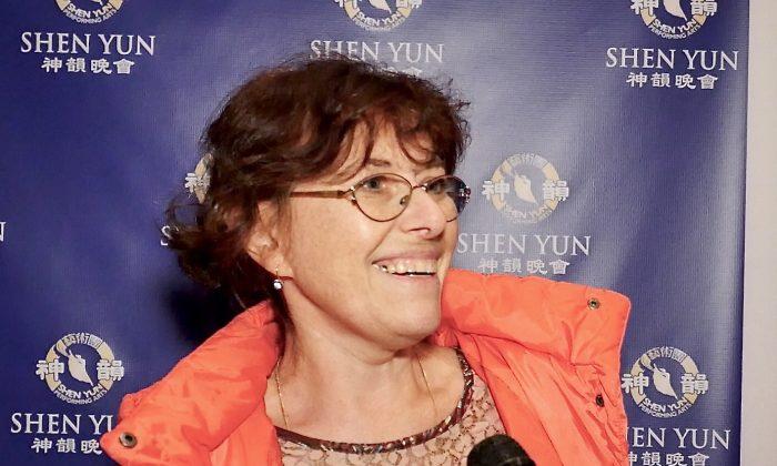 Violinist Alla Aranovskaya Praises Shen Yun Musicians' Skills