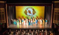 Business Owner Treats Staff to Shen Yun as Christmas Presents