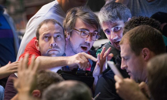 Traders in the Standard & Poor's 500 stock index options pit at the Chicago Board Options Exchange (CBOE) fill orders shortly before the close of trading in Chicago, Ill., on Oct. 28, 2015. (Scott Olson/Getty Images)