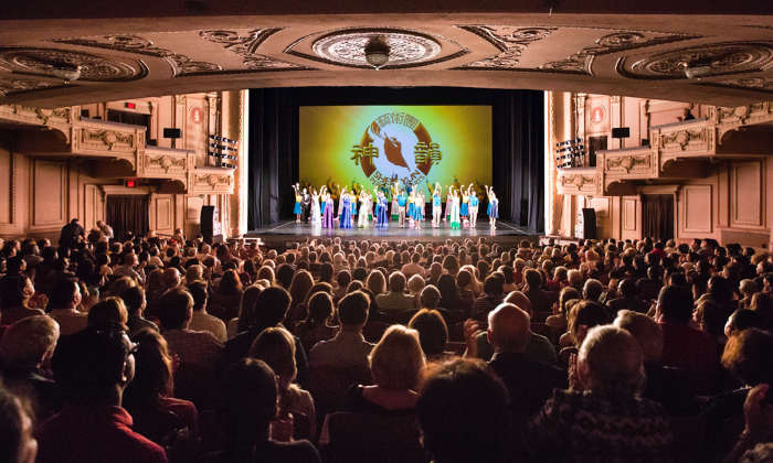 Curtain call at the Mirriam Theater on May 8, 2015. (Edward Dye/Epoch Times)