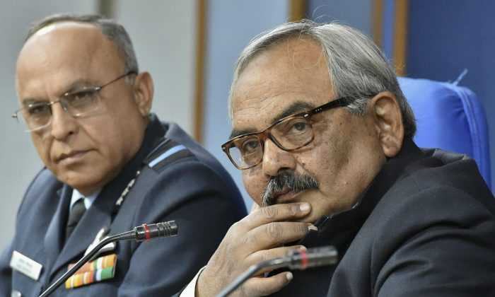 India's Home Secretary Rajiv Mehrishi (R) and Director General Air Operations Air Marshal Anil Khosla at a press conference in New Delhi, on the attack on the Pathankot air force base, India, on Jan. 3, 2016. Indian troops are still battling at least two gunmen Sunday evening at an air force base near the country's border with Pakistan, more than 36-hours after the compound came under attack, Mehrishi said. (Vijay Verma/Press Trust of India via AP)