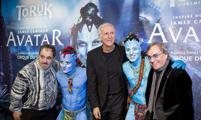 """""""Avatar"""" producer Jon Landau, director James Cameron, Cirque du Soleil president Daniel Lamarre with Entu and Ralu, characters from """"Toruk – The First Flight"""" at the world premiere in Montreal, December 21, 2015.  (Courtesy Cirque du Soleil)"""