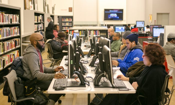 People work on computers at the recently renovated Washington Heights public library in Manhattan on Dec. 10, 2014. (Benjamin Chasteen/Epoch Times)