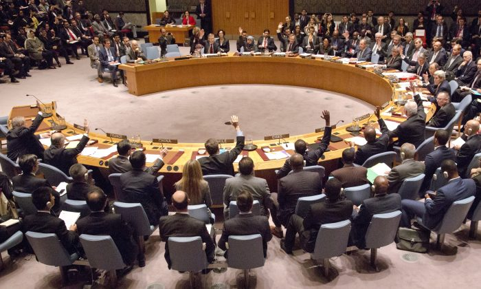 A gathering in the U.N. Security Council of foreign ministers lead by U.S. Secretary of State John Kerry vote on a draft resolution concerning Syria at U.N. headquarters on Dec. 18, 2015. (AP Photo/Bebeto Matthews)