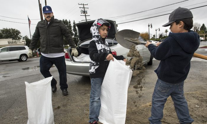Residents fill sand bags at the City of Orange Water Department, Tuesday, Jan. 5, 2016, in Orange, Calif.  (Ed Crisostomo/The Orange County Register via AP)