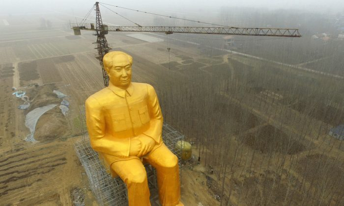 A huge statue of Chairman Mao Zedong under construction in Tongxu county in Kaifeng, central China's Henan province, on Jan. 4, 2016. (STR/AFP/Getty Images)