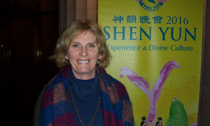 Shen Yun Brings Message of Hope for Future and Trust in Divine to Singer