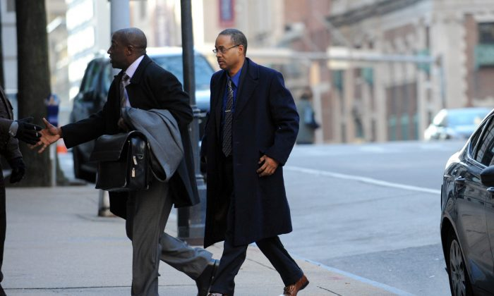 Caesar Goodson (R), arrives at Courthouse East, in Baltimore, on Jan. 6, 2016. (Kim Hairston/The Baltimore Sun via AP)