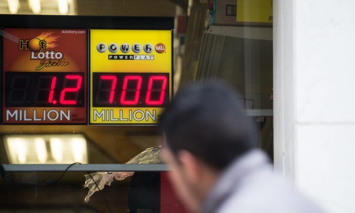 A sign in the window of a liquor store shows the Powerball lottery jackpot at $700 million in Washington, D.C., on Jan. 7, 2016. (Nicholas Kamm/AFP/Getty Images)