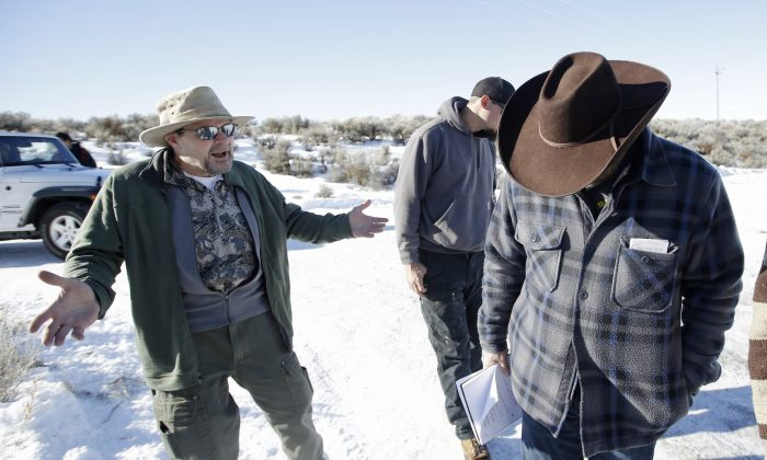 Burns resident Steve Atkins (L) talks with Ammon Bundy (R), one of the sons of Nevada rancher Cliven Bundy, following a news conference at Malheur National Wildlife Refuge near Burns, Ore., on Jan. 8, 2016. Bundy, the leader of a small, armed group occupying a national wildlife refuge in Oregon says the activists have no immediate plans to leave. Atkins said, the majority of the people of Burns wanted them to leave. (AP Photo/Rick Bowmer)