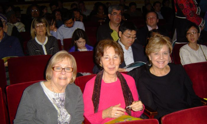 Educators Inspired by Compassion in Shen Yun