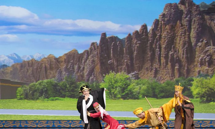 "Shen Yun dancers perform ""The Monkey King Thwarts the Evil Toad"" from the classic Chinese novel ""Journey to the West."" Shen Yun will play four shows at Vancouver's Queen Elizabeth Theatre Jan. 22–24. (Shen Yun Performing Arts)"
