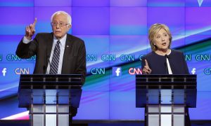 Clinton Confronts Rival Sanders as Iowa Polls Tighten