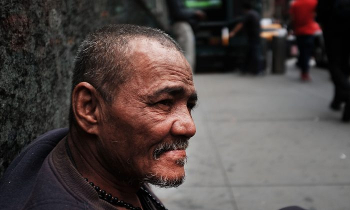 A homeless man pauses along Eighth Avenue in Manhattan in New York City on May 18, 2015. (Spencer Platt/Getty Images)