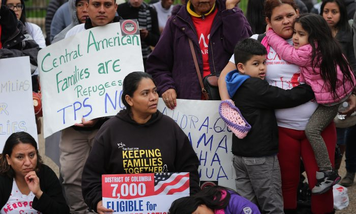 Immigrant families and their supporters rally in protest against the Obama Administration's plans to target undocumented immigrant families in a series of raids early next year in front of the White House on Dec. 30, 2015. (Chip Somodevilla/Getty Images)