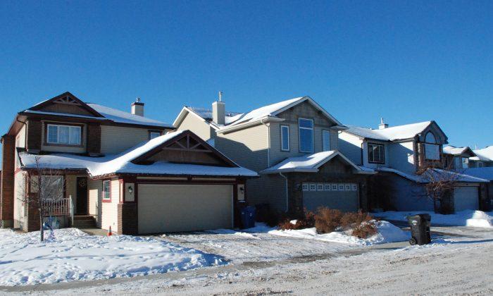Houses in Calgary Southwest on Jan. 12, 2016. (Dane Crocker/Epoch Times)