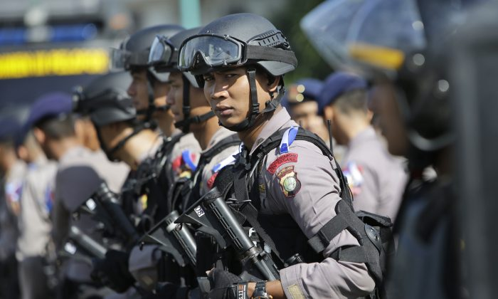 Indonesian police officers deploy with their riot gear in Jakarta, Indonesia, Wednesday, Dec. 23, 2015. (AP Photo/Tatan Syuflana)