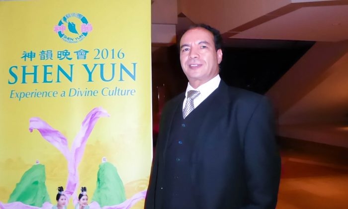 Art College Instructor Came to See Shen Yun's Hallmark Digital Backdrop
