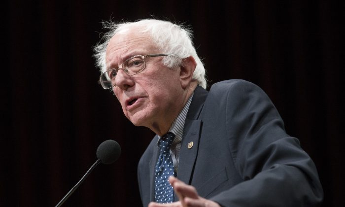 Democratic presidential candidate, Sen. Bernie Sanders (I-Vt.), speaks in Hanover, N.H., on Jan. 14, 2016. (AP Photo/John Minchillo)