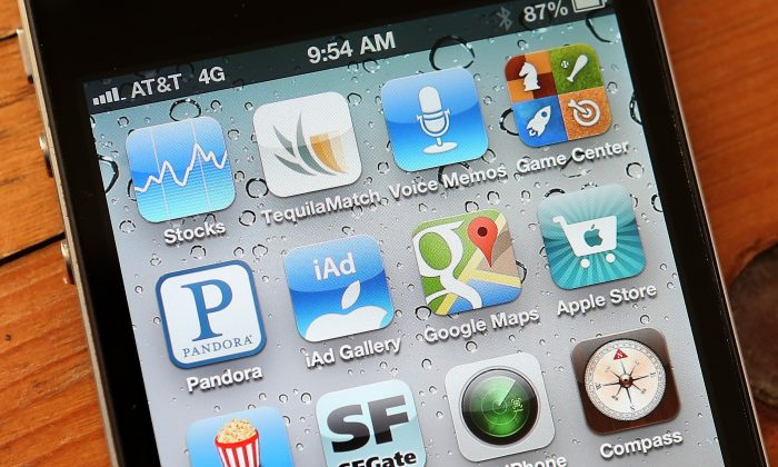 An icon for the Google Maps app is seen on an Apple iPhone 4S on December 13, 2012 in Fairfax, California. (Justin Sullivan/Getty Images)
