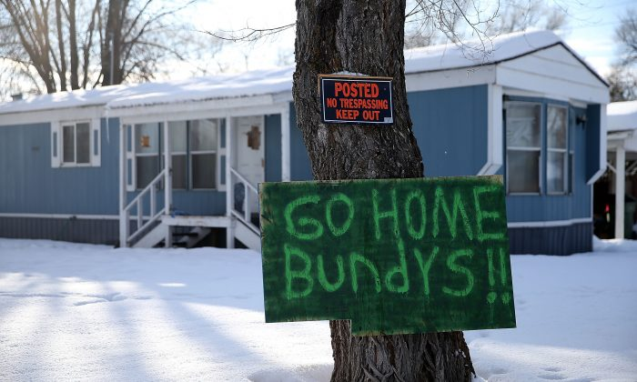 A sign referencing anti-government militia leaders Ammon and Ryan Bundy is posted in front of a home in Burns, Ore., on Jan. 6, 2016. An armed anti-government militia group continues to occupy the Malheur National Wildlife Headquarters. (Justin Sullivan/Getty Images)