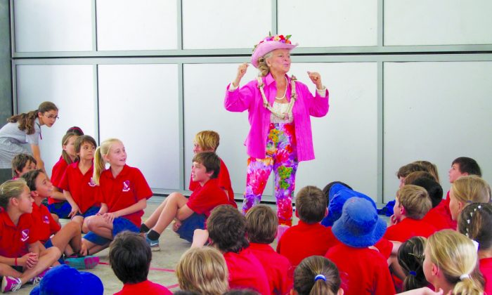 Patricia Bragg talking to school children about healthy eating. (Courtesy of Bragg Live Food Products)