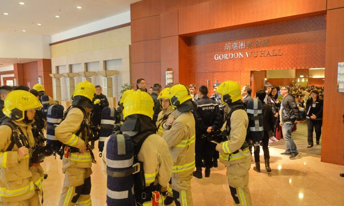 Firefighters and bomb squad arrived at BP International Hotel after a bomb threat which interrupts the 2016 Falun Dafa Cultivation Sharing Conference. (Sung Cheong-lung/Epoch Times)
