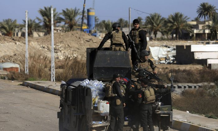 Iraqi security forces deploy in the Soufiya neighborhood in central Ramadi, 70 miles (115 kilometers) west of Baghdad, Iraq, Thursday, Jan. 14, 2016. (AP Photo/Khalid Mohammed)
