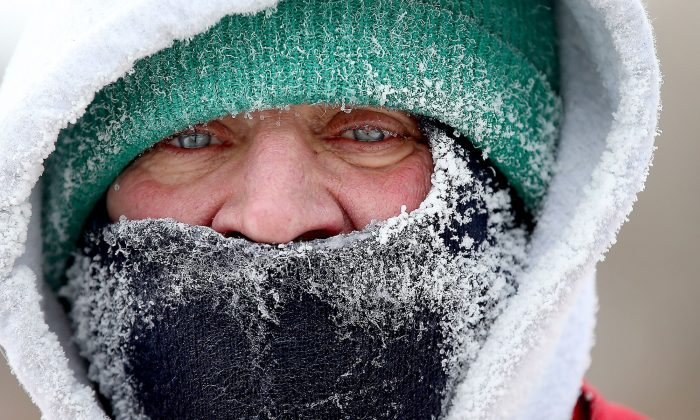 Rich Walter braves frigid temperatures to run around Lake Harriet in Minneapolis, Minn., on Jan. 18, 2016. Bitter cold temperatures and dangerous wind chills are keeping Minnesotans in the deep freeze for a third day. (Elizabeth Flores/Star Tribune via AP)