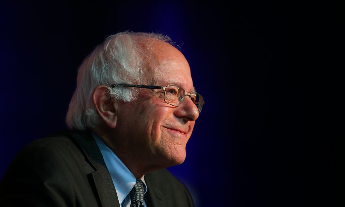 Democratic presidential candidate Sen. Bernie Sanders (I-Vt.) at the Democratic National Committee summer meeting in Minneapolis, Minn., on Aug. 28, 2015. (Adam Bettcher/Getty Images)