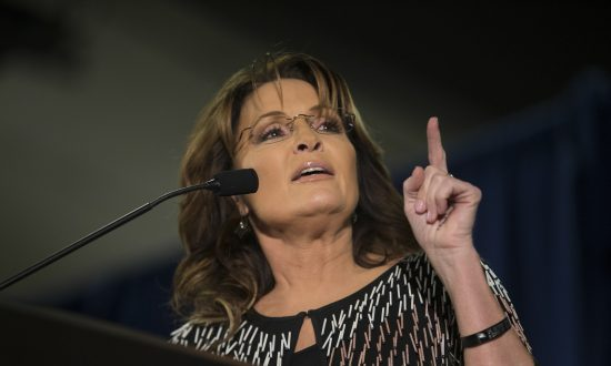 Palin's Re-emergence Underscores GOP Split