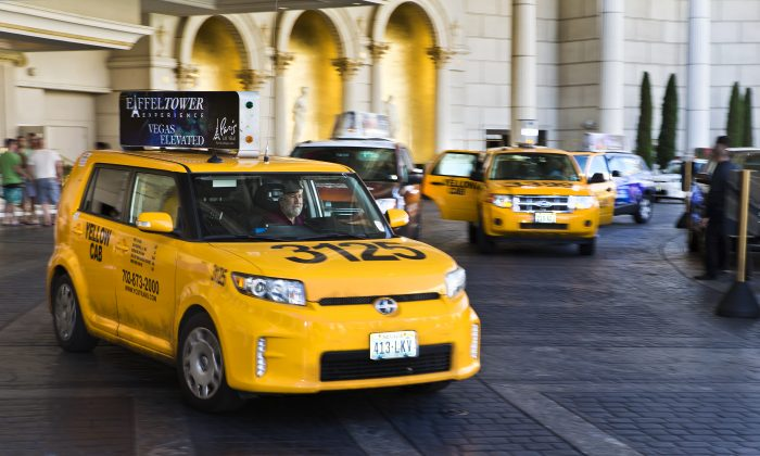 Taxi cabs operate at Caesars Palace on May 29, 2015.  (LE Baskow/Las Vegas Sun via AP)