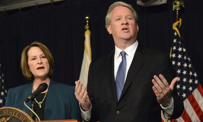 Illinois House Republican Leader Jim Durkin (R) and Senate GOP Leader Christine Radogno speak at a news conference in Chicago, Wednesday, Jan. 20, 2016, where they called for a state takeover of the financially troubled Chicago Public Schools. (Brian Jackson/Chicago Sun-Times via AP)