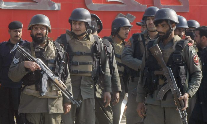 Pakistani troops arrive at Bacha Khan University in Charsadda, some 35 kilometers (21 miles) outside the city of Peshawar, Pakistan, Wednesday, Jan. 20, 2016. (AP Photo/Mohammad Sajjad)
