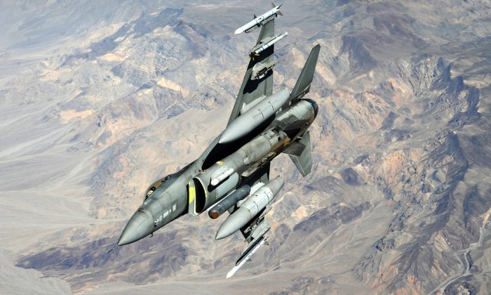 An F-16 Fighting Falcon at Shaw Air Force Base, S.C., on April 28, 2011. (U.S. Air Force photo/Master Sgt. Kevin J. Gruenwald)