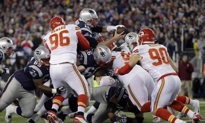 New England Patriots quarterback Tom Brady (12) goes over the top for a touchdown against the Kansas City Chiefs in the first half of an NFL divisional playoff football game, Saturday, Jan. 16, 2016, in Foxborough, Mass. (AP Photo/Steven Senne)