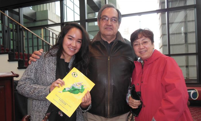 Senior Banker on Shen Yun: 'You feel like you want to get up and make a better world'