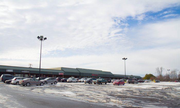 The Goshen Plaza in Goshen on Jan. 24, 2016. (Holly Kellum/Epoch Times)