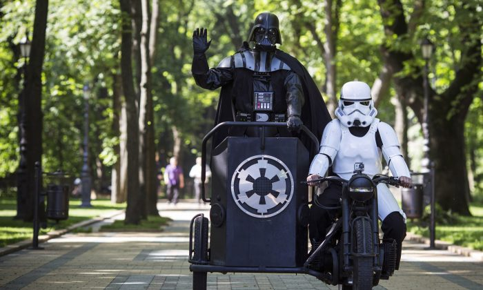 KIEV, UKRAINE - MAY 22:  Kiev's mayoral candidate for the Internet Party, 'Darth Vader' arrives to speak to the media on Volodymyrska Hill on May 22, 2014 in Kiev, Ukraine. Ukraine's Presidential elections are to be held on Sunday 25 May.  (Photo by Dan Kitwood/Getty Images)