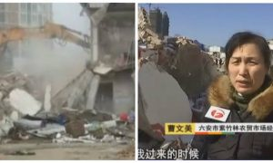 Without Permit, Local Police in China Force Through Demolition of Shops (Video)
