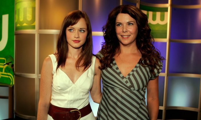 Actresses Alexis Bledel (L) and Lauren Graham from the series 'Gilmore Girls' attend the 2006 Summer Television Critics Association Press Tour for the The CW Network at the Ritz-Carlton Huntington Hotel on July 17, 2006 in Pasadena, California. (Kevin Winter/Getty Images)