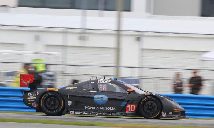Ricky Taylor in the #10 WTR Dallara-Corvette leads the race but Pipo Derani in the #2 ESM Ligier-Honda is closing fast. (Chris Jasurek/Epoch Times)