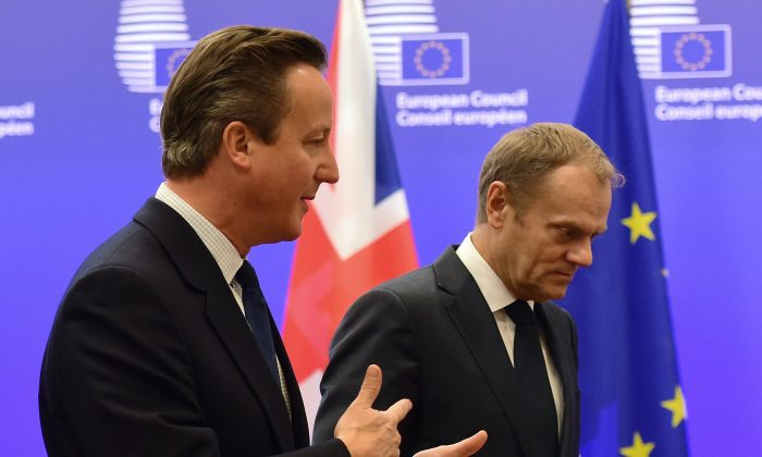 British Prime Minister David Cameron (L) meets with European Council President Donald Tusk at the European Council in Brussels, on Sept. 24, 2015. (Emmanuel Dunand/AFP/Getty Images)