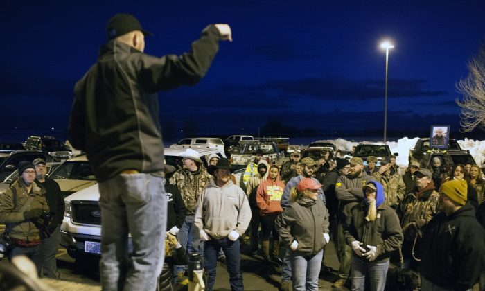 Anti-government protesters gather during a rally prior to a rolling vehicle protest by self-proclaimed patriots in Burns, Ore., on Jan. 30, 2016. (Matt Mills McKnight/Getty Images)