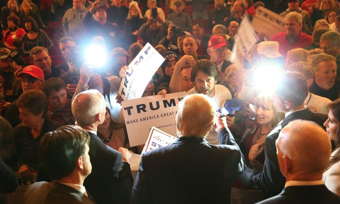 Republican presidential candidate Donald Trump greets people as he attends a campaign rally at the Sioux City Orpheum Theatre on January 31, 2016 in Sioux City,(Photo by Joe Raedle/Getty Images)
