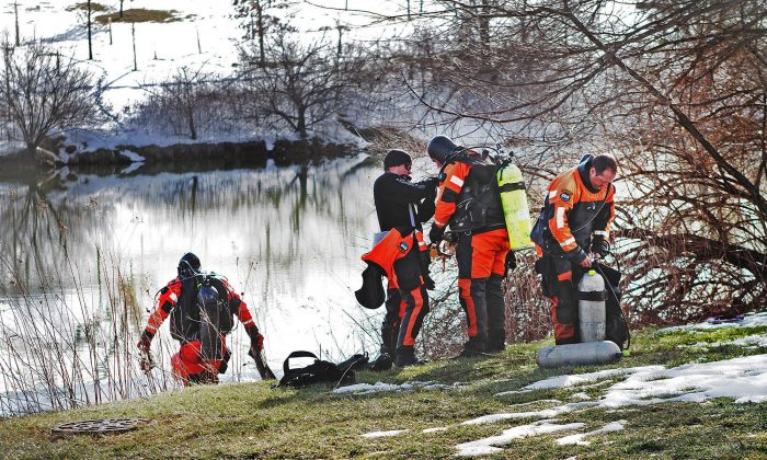 In this Jan. 31, 2016 photo, troopers prepare to search the Duck Pond in Blacksburg, Va. (Edmee Rodriguez/The Roanoke Times via AP)