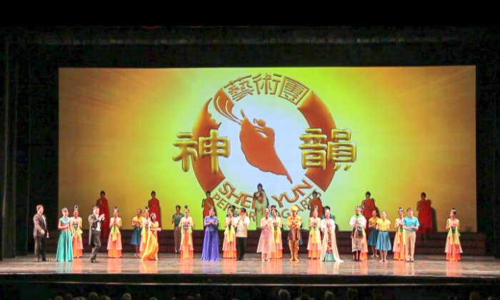 Shen Yun Performing Arts New York Company's curtain call at The Lakeland Center, January 2016. (Epoch Times)