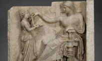 Some People Are Saying This Ancient Greek Sculpture Depicts a Laptop